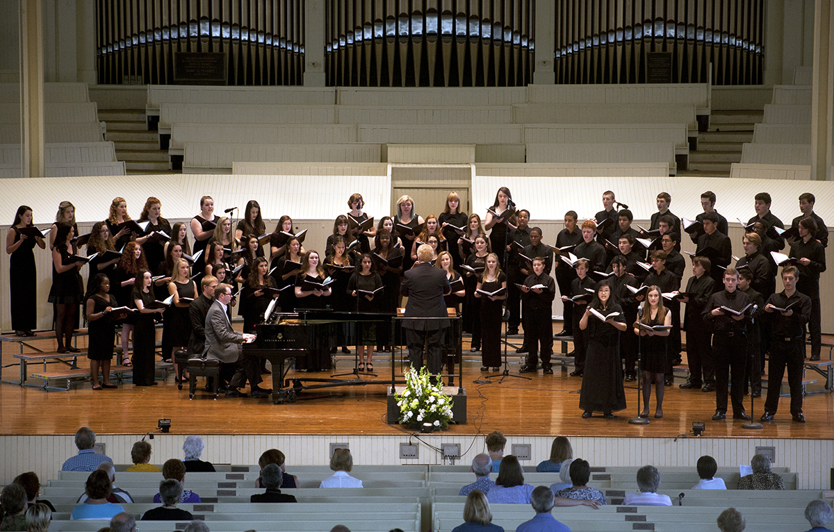 Photo | Kreable Young  The New York State Summer School of the Arts chorus performs in the Amphitheater for the afternoon performance on Sunday, July 20.