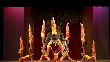 072618_Peking_Acrobats_01